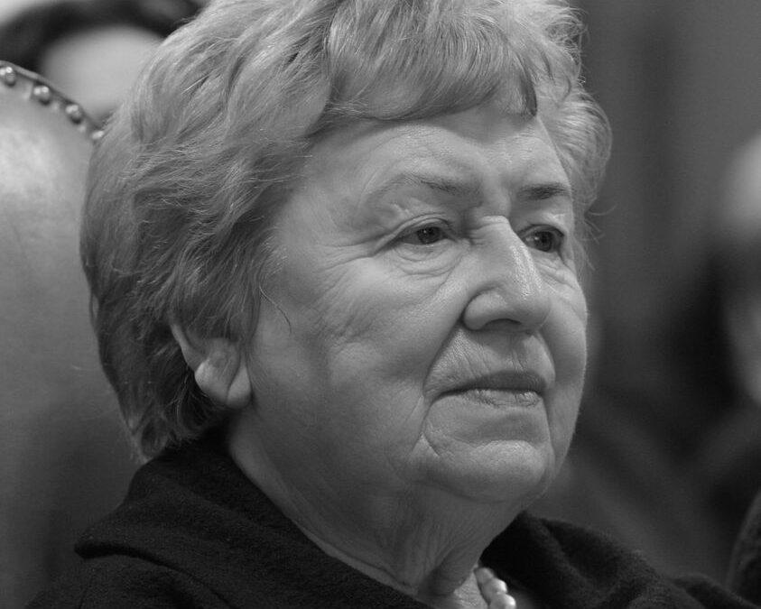 Zmarła prof. dr hab. Bożena Chrząstowska